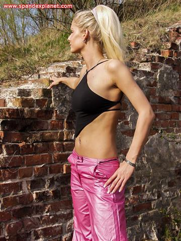 Nicollè – Red Buffalos, pink PVC pants